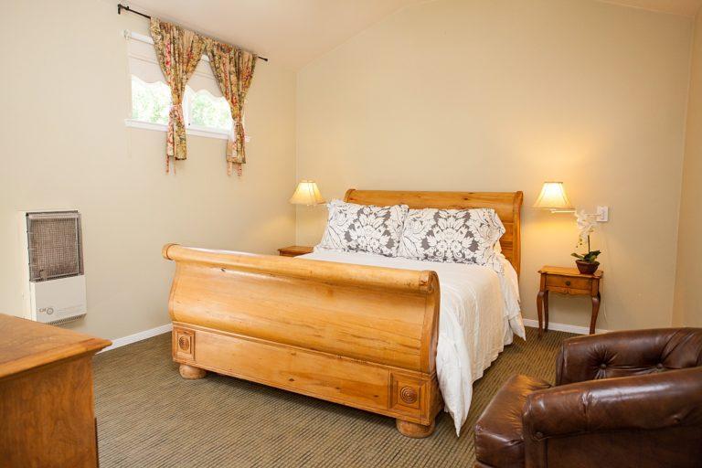 Valley Inn bedroom